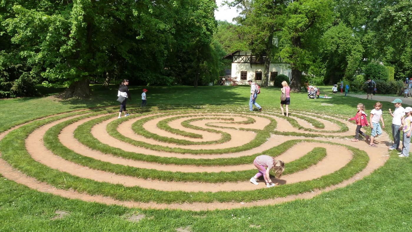 Bloudění v Loučeni – zámek Loučeň s labyrintáriem